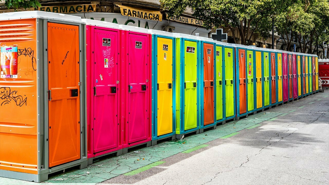 mobile Toiletten neonfarben